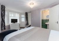room1-en-suite